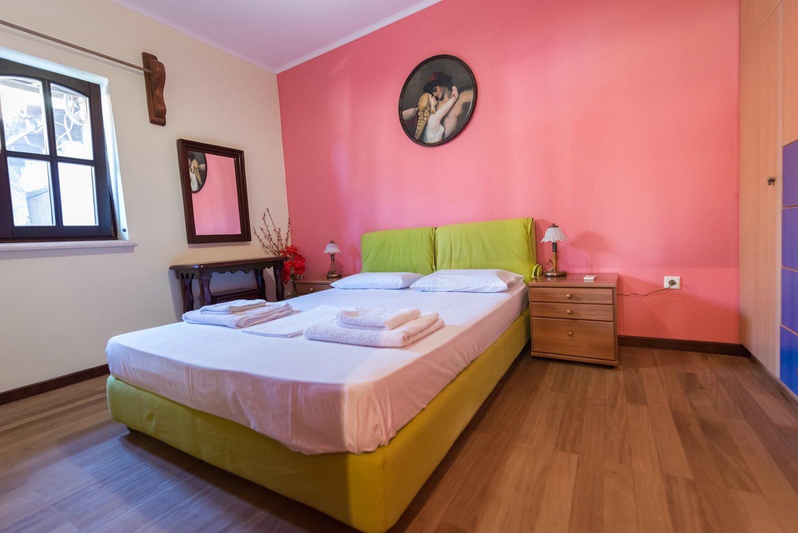 Laertis-bedroom
