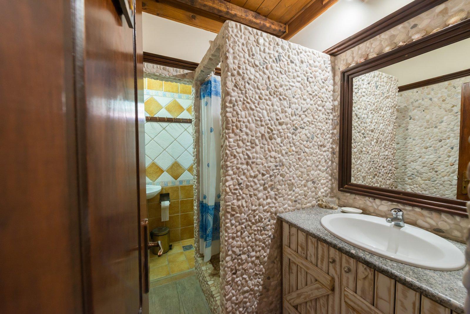 Laertis WC