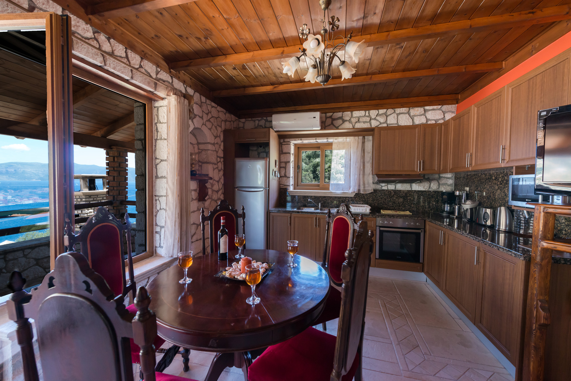 Odysseas Kitchen and dining room